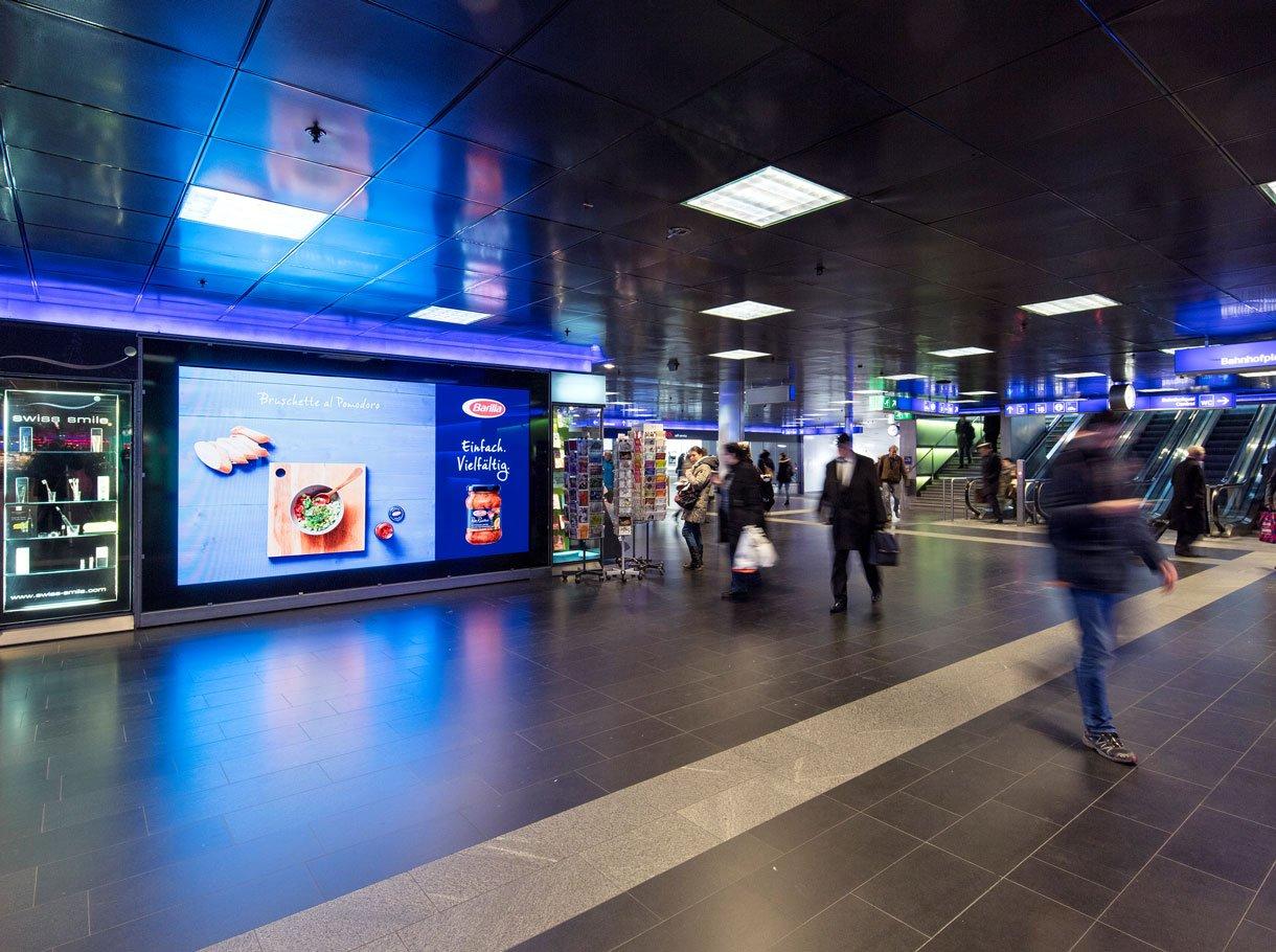 Referenzbild APG, LED eBoards ShopVille HB Zürich