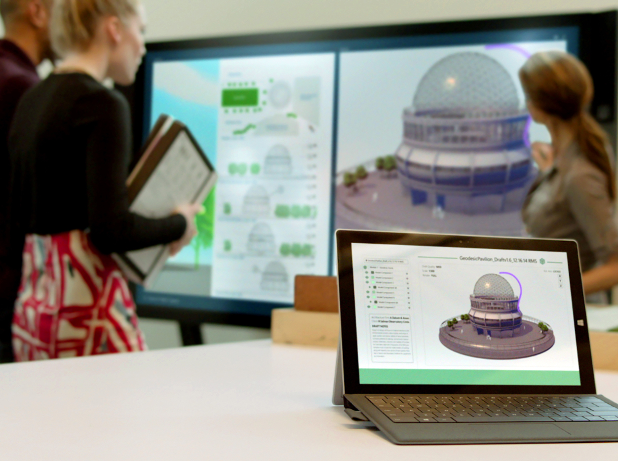 Architekten vor Microsoft Surface Hub